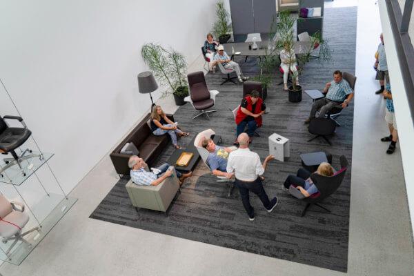 """<div class=""""fl-photo-caption-inner""""><div class=""""date"""">14. Juli 2021</div>Führung über das Geländer der Klöber GmbH in Owingen, © Klöber GmbH</div>"""
